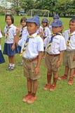 Boyscouts está fazendo a atividade no DIA TAILANDÊS de BOYSCOUT fotos de stock royalty free