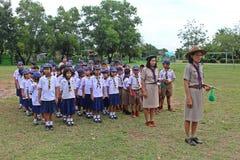 Boyscouts está fazendo a atividade no DIA TAILANDÊS de BOYSCOUT foto de stock royalty free