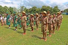 Boyscouts está fazendo a atividade no DIA TAILANDÊS de BOYSCOUT fotografia de stock royalty free