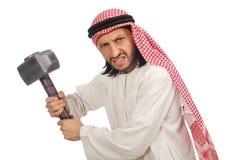 Boze Arabische die mens met hamer op wit wordt geïsoleerd royalty-vrije stock foto