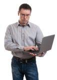 Boze bedrijfsmens met laptop Stock Fotografie