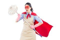 Boze gekke super huisvrouw met het schoonmaken stock afbeelding