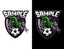 boze groene slang die een modern dierlijk de mascotteembleem van de voetbalbal voor esportembleem en t-shirtillustratie houden Royalty-vrije Stock Foto
