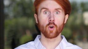 Boze Schreeuwende Ontwerper Reacting aan Probleem op het Werk stock video