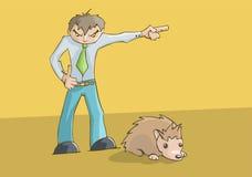 Boze verstoorde mens het richten aan de linkerzijde het leuke hamster rusten Stock Foto