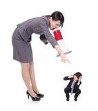 Boze werkgever die met megafoon aan Personeel schreeuwen Royalty-vrije Stock Afbeeldingen
