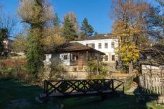 BOZHENTSI, BULGÁRIA - 29 DE OUTUBRO DE 2016: Opinião do outono da vila de Bozhentsi, Bulgária Imagens de Stock Royalty Free