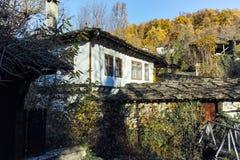 BOZHENTSI, BULGARIA - 29 OTTOBRE 2016: Vista di autunno del villaggio di Bozhentsi, Bulgaria Immagini Stock Libere da Diritti