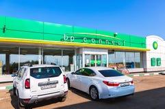 BP或英国石油加油站在夏日 免版税库存图片