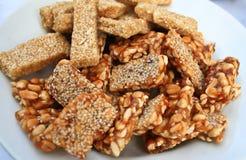 bräckliga jordnötter plate sesamar Royaltyfria Foton
