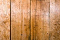 Bräde av trä gammalt och sprucket Yttersidan är grov och ojämn Royaltyfria Bilder