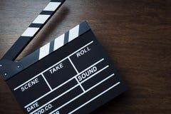 Bräde för filmclapperbio eller att kritisera filmen Clapperboard för att filmmaking- och videoproduktion ska hjälpa, i synkronise arkivfoto