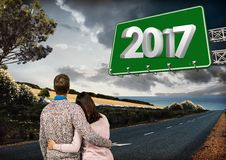 bräde för tecken 3D 2017 mot sammansatt bild av par på vägen Fotografering för Bildbyråer