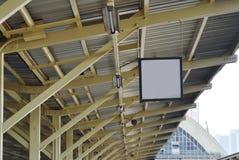 Bräde på tak i plattform för drevstation Royaltyfri Bild