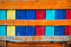 Brädet och plankor för färgrik tappning boxas det rostiga bakgrund Sommartappning färgar begrepp Royaltyfria Foton