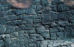 Bränd naturlig textur för trä Kolträyttersidafoto Timmerbräde efter brand Bränd textur för spis journal arkivbilder