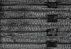 Bränd svart trävägg arkivfoto
