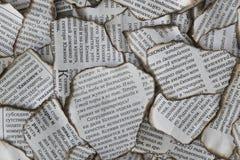 Brända rester av tidningen för bakgrund Arkivfoton