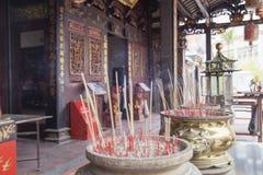 Brännande Joss Sticks på den kinesiska templet Royaltyfri Foto