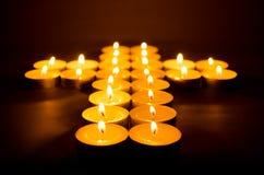 Brännande stearinljus. Royaltyfria Bilder