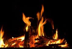 Brännande stycken av vedträn i spis Royaltyfria Foton