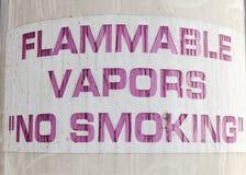 BRÄNNBARA DUNSTER INGET - röka tecknet arkivbilder