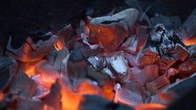 bränner till kol varm red arkivfoto