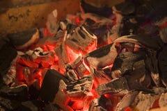 bränner till kol varmt royaltyfria bilder