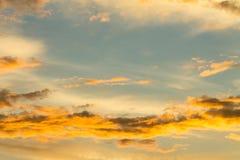 Brännhet orange solnedgånghimmel Arkivfoton