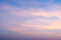 Brännhet orange soluppgånghimmel Härlig sky Arkivfoton