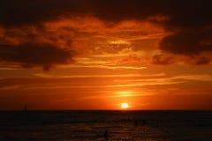 Brännhet solnedgånghimmel Royaltyfri Fotografi