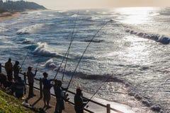 Bränning för hav för fiskareSlhouetted soluppgång Arkivbilder
