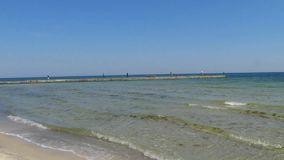bränning för hav för fin guld för nedgång slags seascape Vinkar på kusten lager videofilmer