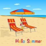 bränning för sommar för stenar för strandkustcyprus medelhavs- sand Havssikt med paraplyet och schäslong Bakgrund för begrepp för Arkivfoton