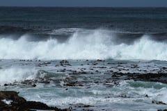 Bränningen på söderna - afrikansk kust Royaltyfri Bild