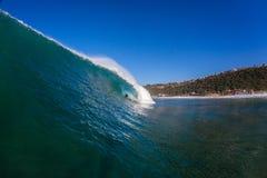 BränningRider Distant Big Hollow Wave adrenalin arkivfoton