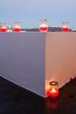 Bränningstearinljusen i glass lampor Royaltyfri Bild