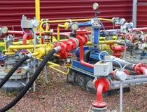 Bränsleöverföringsenhet på en bensinstation Arkivbilder