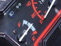 Bränslemått på motorcykelinstrumentbrädan Royaltyfria Foton