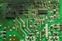 Bränt elektronikbräde, med svart sot royaltyfria bilder