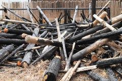 Bränt ner hus i frilufts- museum Arkivfoto