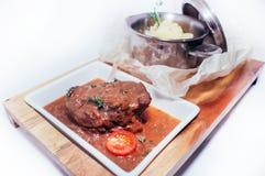 Bräserat kött i sås Royaltyfri Bild