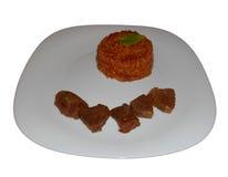 Bräserat nötkött med orzoen som isoleras på vit Arkivfoto