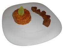 Bräserat nötkött med orzoen som isoleras på vit Royaltyfri Foto