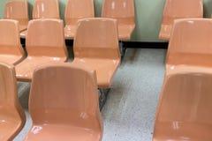 Bräunliche Stühle Lizenzfreie Stockbilder