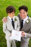 Bräutigam With Page Boy an der Hochzeit stockfotografie