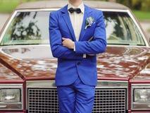 Bräutigam und Auto Stockbild