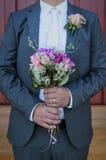 Bräutigam-und Braut-Blumenstrauß Stockbilder