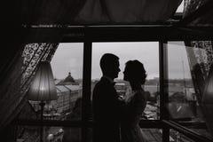 Bräutigam und Braut in einem Hotel Lizenzfreie Stockfotos