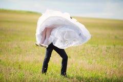 Bräutigam Whirling Bride Stockfoto